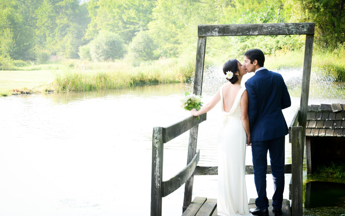 Stephanie and Peter marry in the Hudson Valley at Full Moon Resort