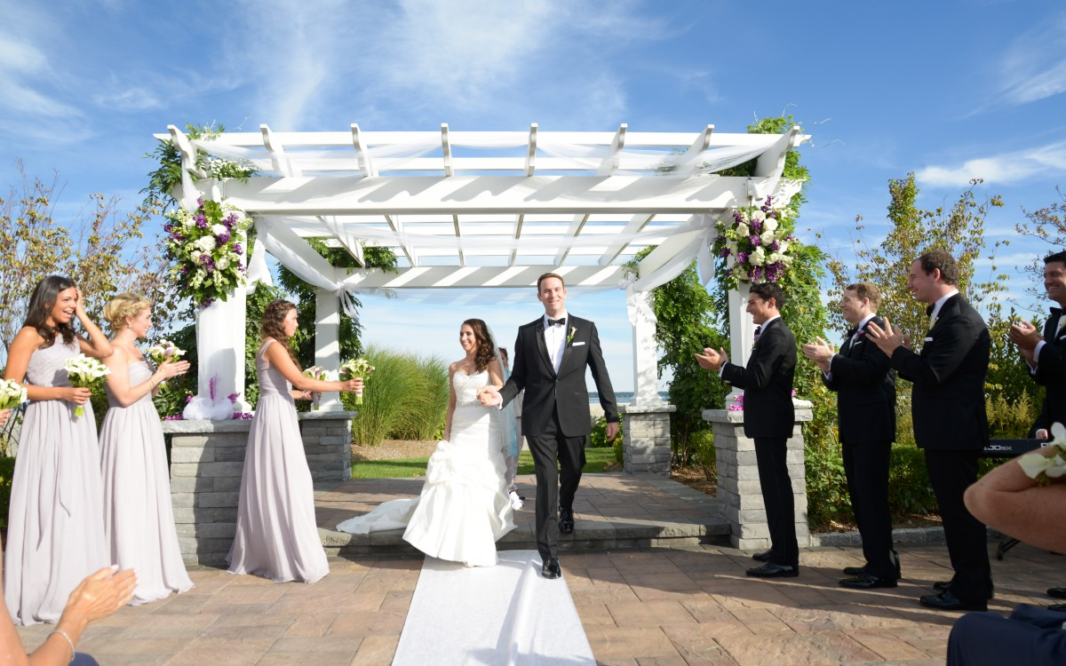 Laura and Zack get married at Greentree Country Club