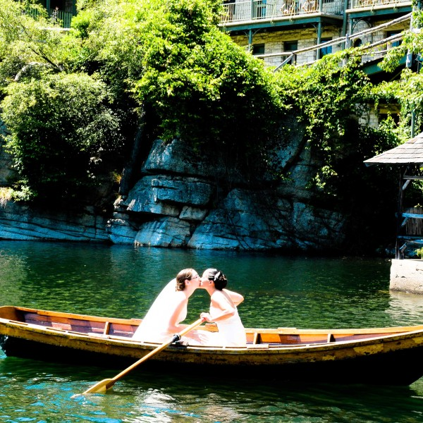 Lisa and Sara marry at Mohonk Mountain House