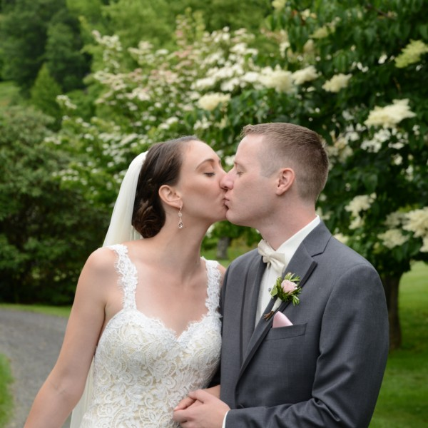 Rebecca and Rick have a Victorian inspired Wedding at Mohonk Mountain House